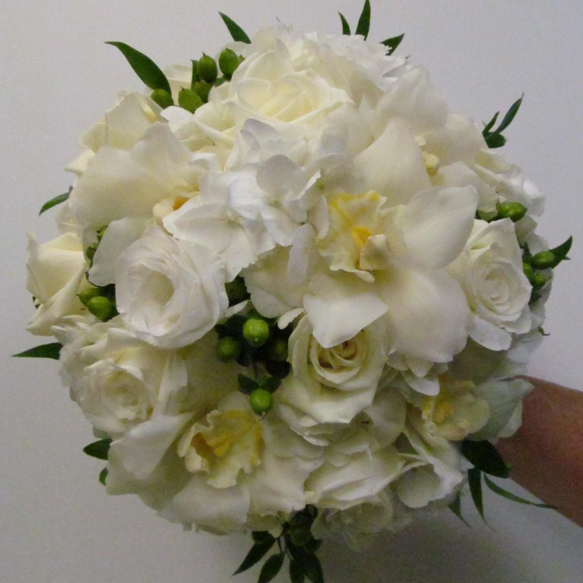 White Bridal Bouquet Buffalo Wedding Event Flowers By Lipinoga